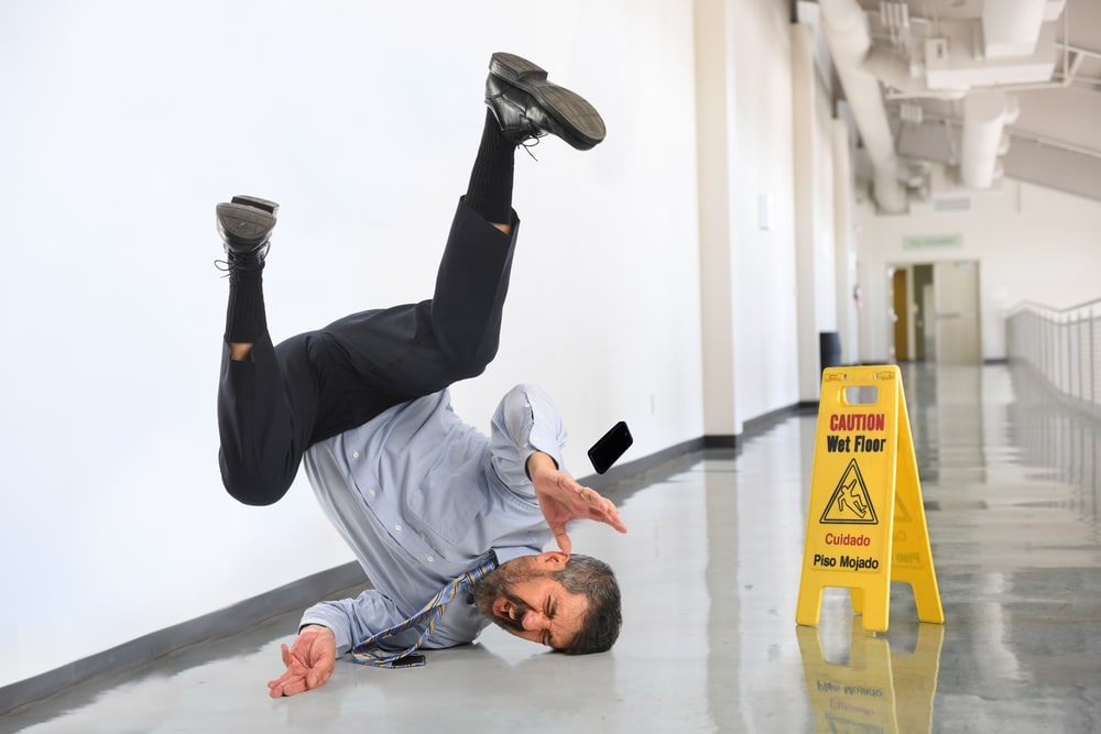 A man slipping at work who may be able to make a personal injury claim